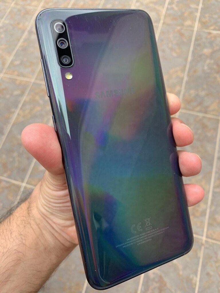 Galaxy A70 trasera.